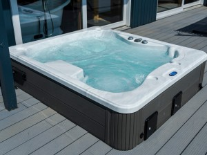 Dreamers decking and hot tub