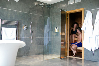 The Hideaway - The Dreamers Spa room